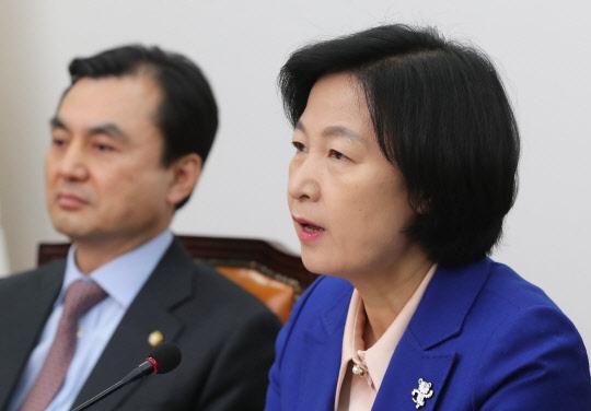 """추미애 """"최순실 후안무치…박근혜 판결 국민이 지켜볼 것"""""""
